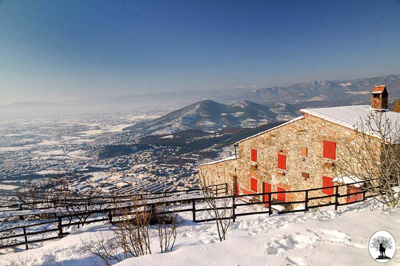 Casa Bastone in Calvana con neve