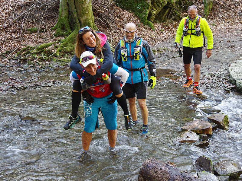 Camminata nel fiume nella Riserva Naturale Acquerino Cantagallo