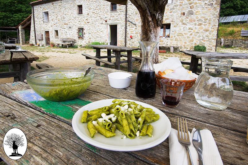 Pranzo al Rifugio Le Cave nella Riserva Naturale Acquerino Cantagallo