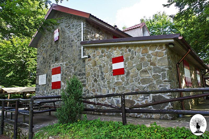 Rifugio Pacini a Pian della Rasa nella Riserva Naturale Acquerino Cantagallo